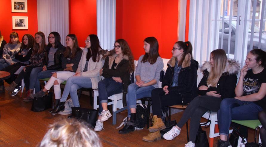 Schülerinnen Preview 3